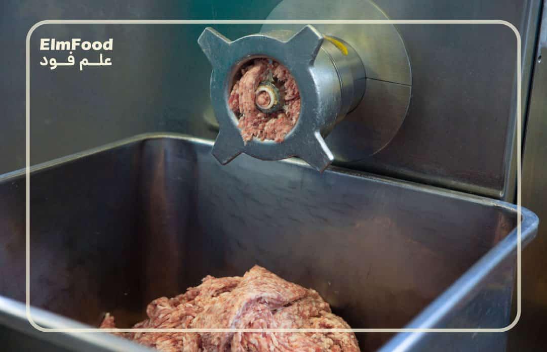 چرخ کردن گوشت در خط تولید سوسیس و کالباس